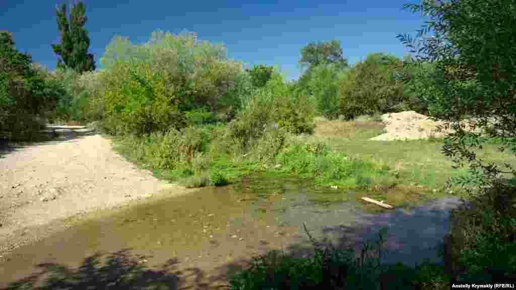 Жарким летом Чурук-Су очень сильно высыхает и уменьшается до размеров обыкновенной лужи
