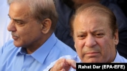 FILE: Former Pakistani Prime Nawaz Sharif and his brother Shehbaz Sharif in September 2018.