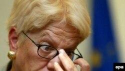 Для Карлы дель Понте уход Милошевича стал «большим ударом»