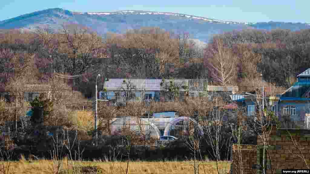 Остатки снега на вершине Долгоруковской яйлы