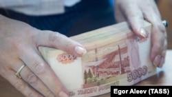 Деньги, иллюстративное фото