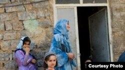 خانم ذبیحی از فعالان حقوق زنان در کردستان می گوید که ما در مريوان هر سال حداقل يک يا دو قتل داريم.