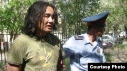 Оппозиционер Айдос Садыков во время задержания. Актобе, июль 2010 года.