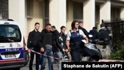 Полиция на месте происшествия посел теракта в Levallois-Perret, 9 августа 2017 года
