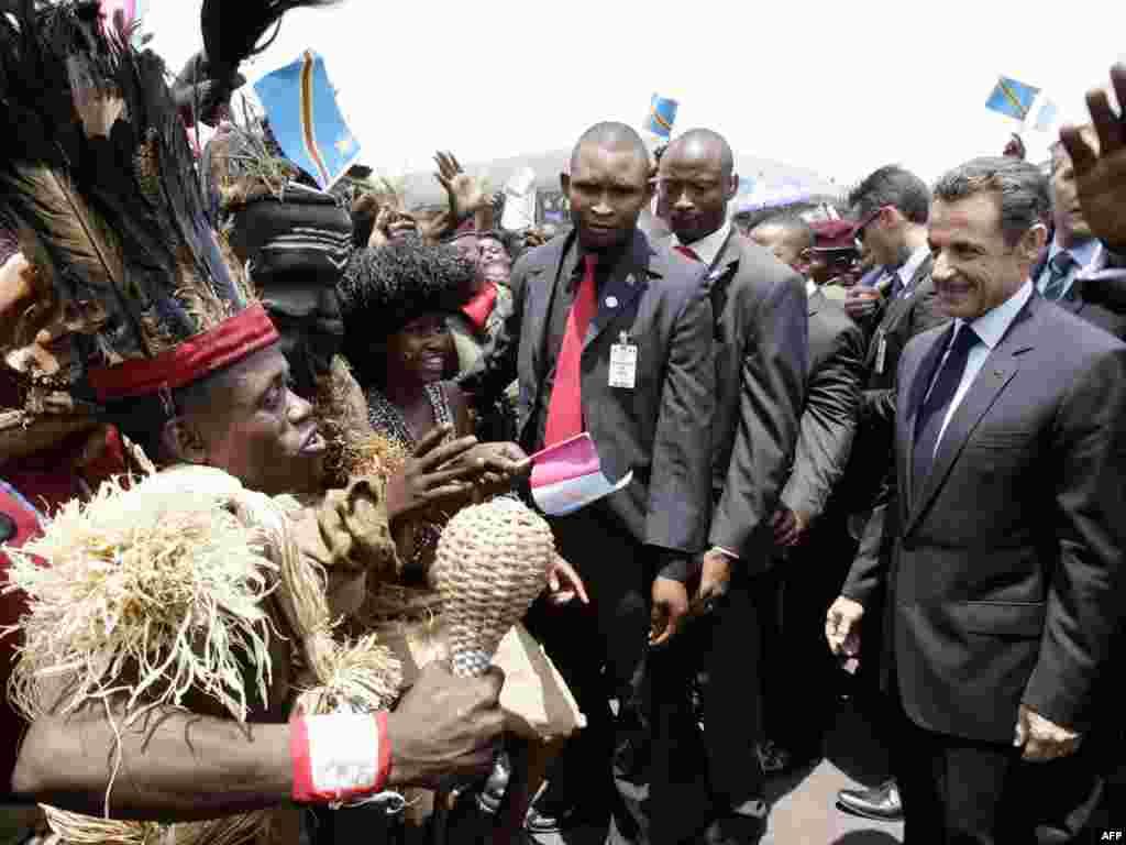 Конго встречает президента Франции. Николя Саркози начал турне по странам Африки (AFP)