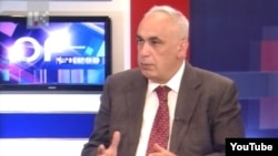 Вице-премьер Нагорног Карабаха Артур Агабекян в студии Общественной телекомпании Арцаха, 4 февраля 2015 г.