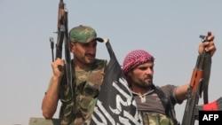 مقاتلون سوريون بعد استيلائهم على منطقة قرب حلب