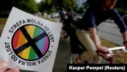"""Стикер с надпис """"Зона, свободна от ЛГБТ"""""""