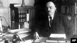 Володимир Ленін у своєму кабінеті в Москві, 1919 рік