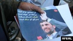 Poster sa likom odlazećeg iranskog predsjednika Mahmuda Ahmadinedžada