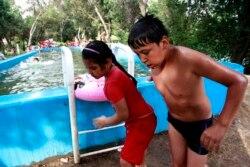 BahsOnline: Ўзбекистонда аёллар алоҳида бассейнларда чўмилсинми?