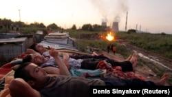 Москвадагы Борбор Азиядан барган эмгек мигранттары жумуштан кийин.