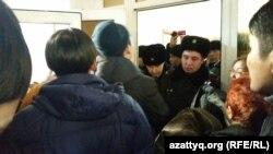 В зале суда над правозащитником Болтбеком Бляловым. Астана, 15 января 2016 года.