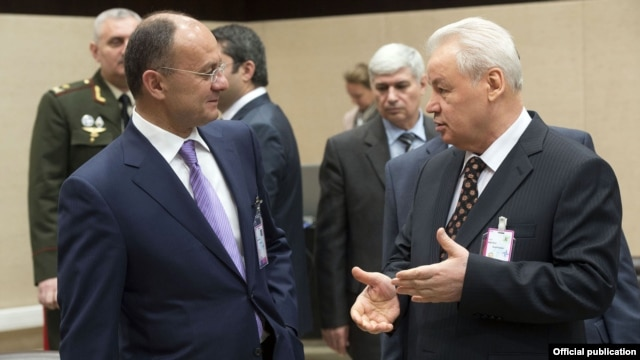 Belgium - Armenian Defense Minister Seyran Ohanyan (L) talks to his Azerbaijani counterpart Safar Abiyev on the sidelines of a NATO meeting in Brussels, 22Feb2013.