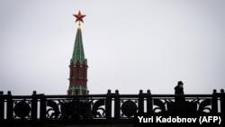 Ілюстраційне фото. Кремлівська Спаська башта в центрі Москви, 3 січня 2018 року