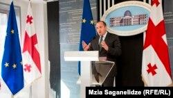 Однако сам глава государства Георгий Маргвелашвили не считает, что его действия противоречат закону. Свою позицию он сегодня объяснил журналистам