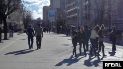 Djevojke na ulicama Prištine, ilustracija
