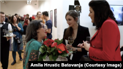 Nada Ler Sofronić sa Amilom Hrustic Batovanja na izložbi povodom Osmog marta