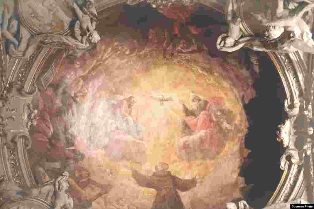 Базилика Сант-Аполлинаре-Нуово. Святой Дух