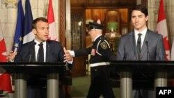 Премьер-министр Канады Джастин Трюдо (справа) и президент Франции Эмманюэль Макрон (архив)