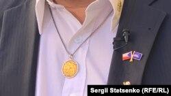 Їржі носить незвичний значок – прапор ЄС на ньому перекреслений. Активіст вважає «Чехзіт» найкращим сценарієм для Чехії