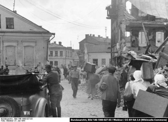 Июль 1941 года, гражданские лица возвращаются в Минск