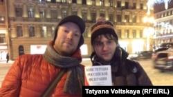 Слева – Алексей Назаров, справа – Алексей Сергеев, организаторы акции