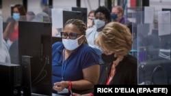 Szavazatszámlálás az arizonai Maricopa megyében 2020. november 5-én.