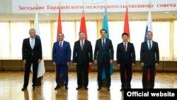 Премьер-министр Армении Овик Абрамян принимает участие в заседании межправительственного совета ЕАЭС в Беларуси, Гродно, 8 сентября 2015 г.