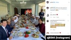 Ahmed Jaber Al-Harbining rasmiy ochiq Instagram sahifasidan olindi. Surat prezident kuyovlari va BAA mulozimlari ishtirokidagi ziyofatdan olingan.
