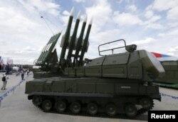 """Ukrayna separatçıların təyyarəni Rusiyadan gələn """"Buk"""" raketi ilə vurduğunu iddia edir."""