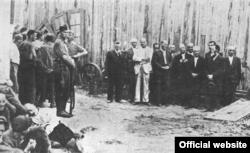 Liderii comunității evreiești din Bălți înaintea uciderii lor în 1941 (Foto: Yad Vashem)