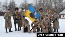 Спільне фото акторів під час зйомок фільму «Українська революція за спогадами Всеволода Петріва»