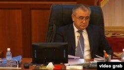 Омурбек Текебаев Қырғызстан парламентінде. 4 қараша 2015 жыл.