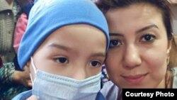 Дилноза с Диёрбеком в бишкекской клинике