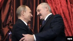 ФОТАФАКТ: Лукашэнка ў Маскве абняў Пуціна