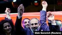 Nikol Pashinyan mayın 1-də axşam parlamentdəki səsvermədən sonra etirazçılara qoşulur