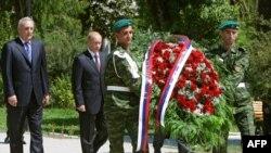12 августа 2009 года Сергей Багапш (слева) и Владимир Путин возложили венок к Мемориалу павших во время грузино-абхазского конфликта 1992-1993 гг.