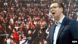 Problem za ovu vlast je što popularnost i Vučića, a pogotovo drugih ljudi iz stranke, nije tako velika i nije naročito perspektivna, smatra Vladimir Gligorov