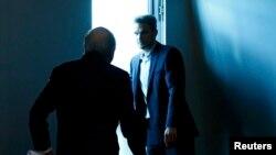 """Йозеф Блаттер покидает через """"черный ход"""" пресс-конференцию, на которой он объвил о своей скорой отставке"""