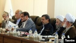 Former president Mahmoud Ahmadinejad (third from right) in the meeting of Expediency Discernment Council sitting with the establishment while often attacking them.