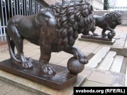Музэйныя львы, якіх я бачыў яшчэ школьнікам