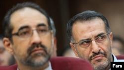 عبدالله رمضانزاده (راست)، سخنگوی دولت محمد خاتمی