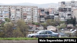 Вид на город Тбилиси, 16 апреля 2016 года.