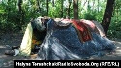 Тимчасовий ромський табір, розташований за 30 кілометрів від Львова