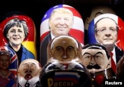 Российские матрешки с лидерами разных стран