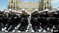 Ադրբեջանական բանակի զինծառայողները Բաքվում զորահանդեսի ժամանակ, արխիվ