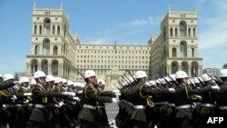 Bakıda Milli Ordunun paradı. 2004-cü il.