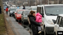 Черга з автомобілів поблизу КПВВ «Оленівка», ілюстративне фото