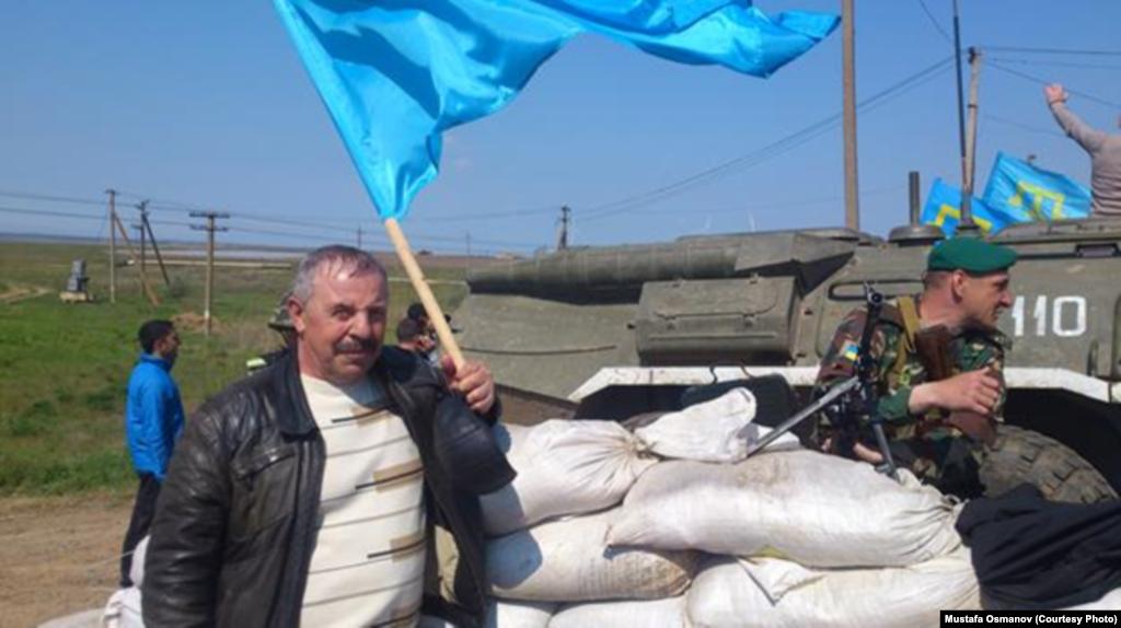 Крымскотатарский активист Мустафа Османов вместе с супругой и сыном также был участником тех событий